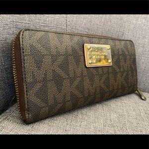 Auth.Michael Kors jet Travel wallet